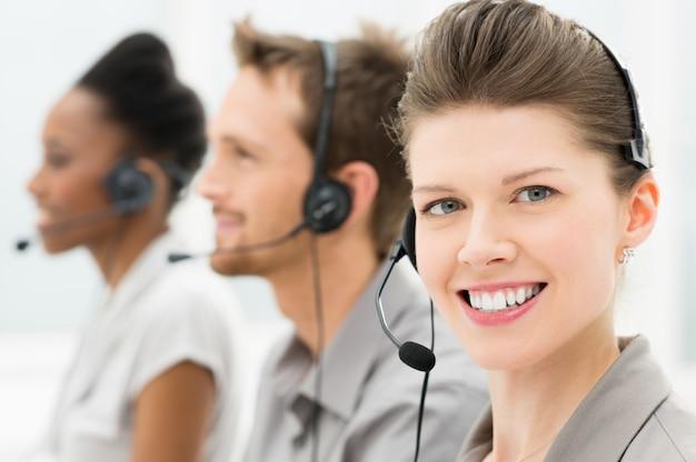 Operatore telefonico felice