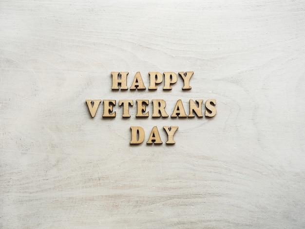 Felice giorno dei veterani. bellissimo biglietto di auguri. primo piano, vista dall'alto. concetto di festa nazionale. congratulazioni a famiglia, parenti, amici e colleghi