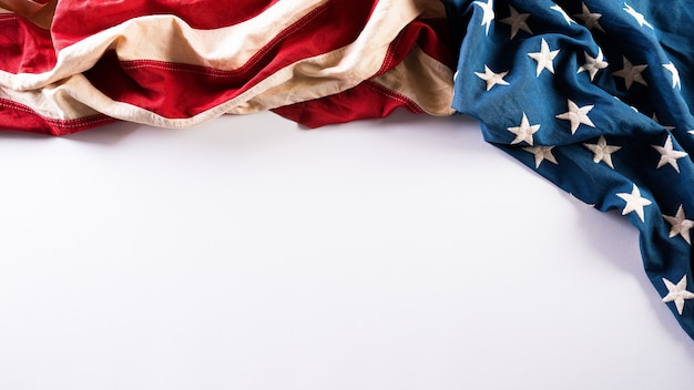 Felice giorno dei veterani concetto con bandiera