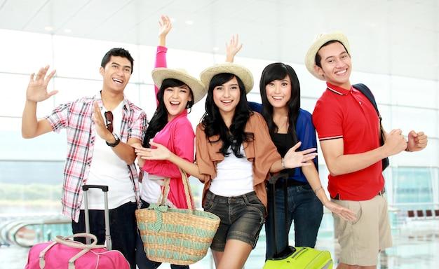 Felici giovani turisti