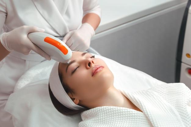 Hardware cosmetologia cosmetologia procedura viso ultraformer lifting
