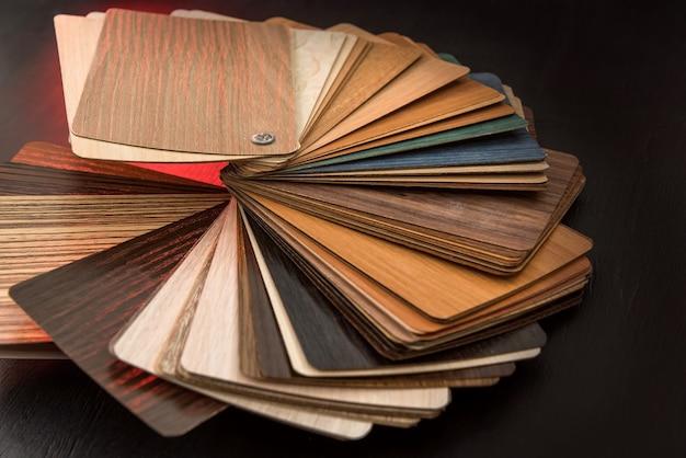 Pavimento in legno massello di rovere per la costruzione di interni. catalogo campioni laminati o mobili per il design della casa