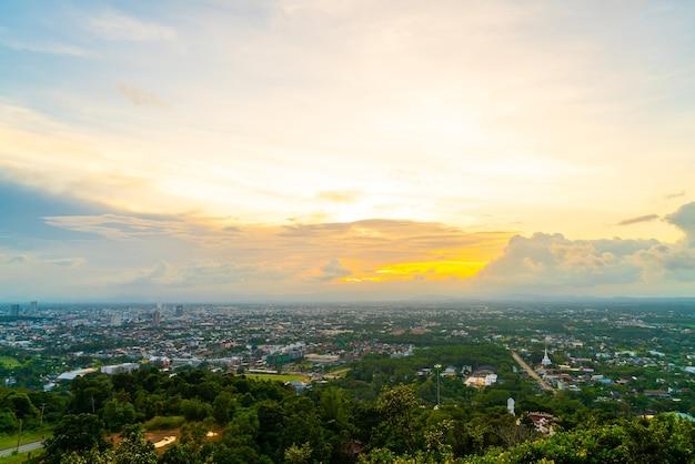 Hat yai skyline della città con twilight sky a songkhla in thailandia