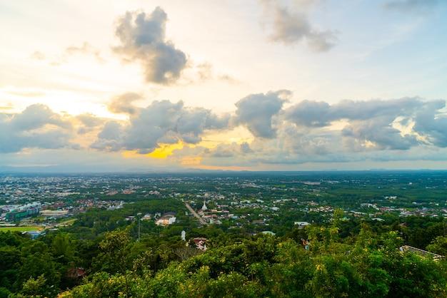 Orizzonte della città di hat yai con twilight sky a songkhla in thailandia