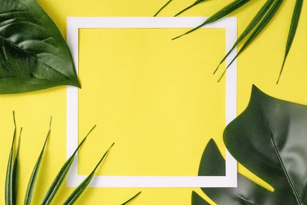 Invito contemporaneo hawaiano con cornice e palme paradisiache della giungla