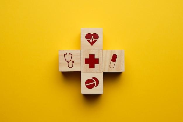 Concetto di assistenza sanitaria con icone mediche.