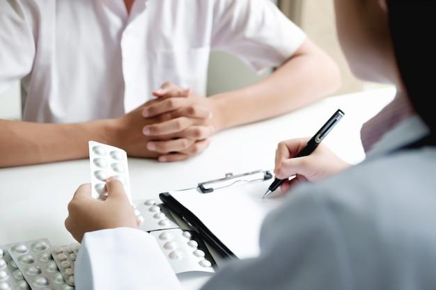 Concetto di assistenza sanitaria, medica e farmacia.