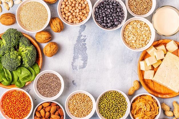 Dieta sana cibo vegano, fonti proteiche vegetali. vista dall'alto.