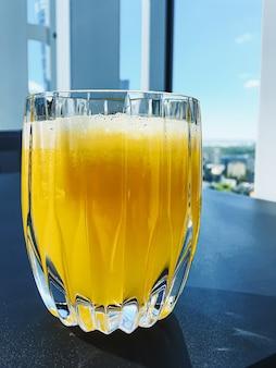 Bevanda sana, vitamine di frutta e menu di bevande, succo di frutta fresco nel ristorante di lusso all'aperto, servizio di ristorazione
