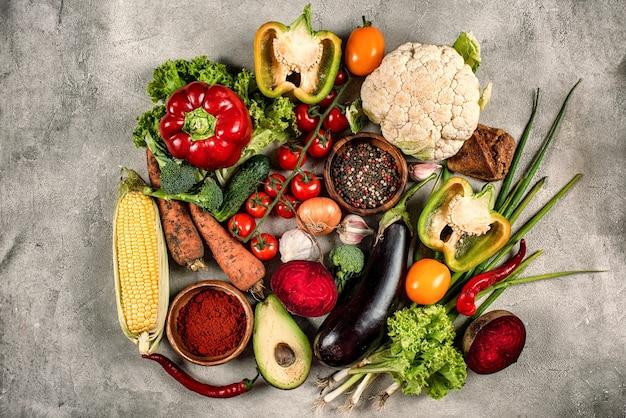 Sfondo di cibo sano di verdure fotografato dall'alto