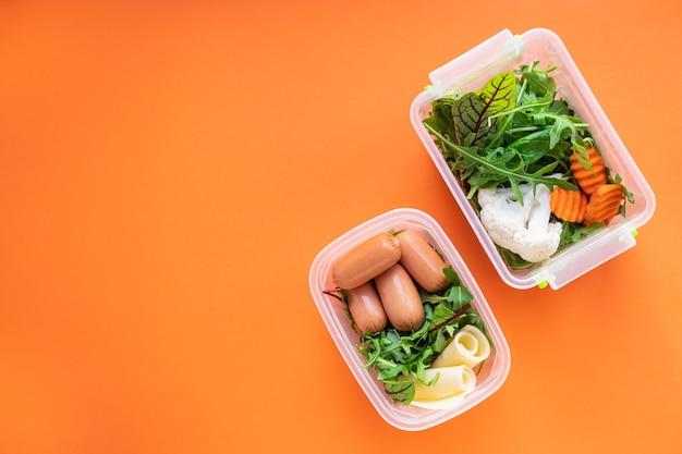 Pasto sano mangiare cibi dietetici biologici cibi freschi da cucina in un contenitore menu settimanale di porzioni di pranzo