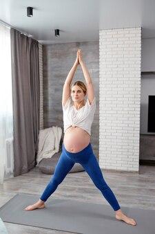 Attività di gravidanza sane benessere svago ricreazione stile di vita della donna incinta