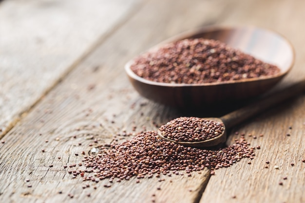 Semi sani di quinoa vegetali ad alto contenuto proteico una parte importante dell'alimento dietetico