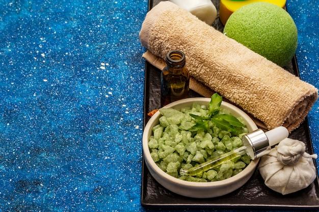 Rituale salutare di prendersi cura di se stessi. cosmetici naturali, set spa