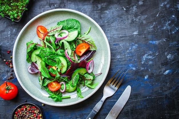 Mix di foglie di insalata sane