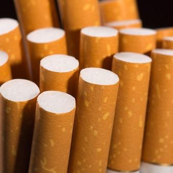 Mucchio di sigarette. vista in primo piano