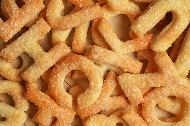 Mucchio di lettere fatte con biscotti o biscotti. può essere utilizzato come sfondo