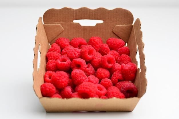 Mucchio di lamponi rossi dolci lampone frutta da vicino