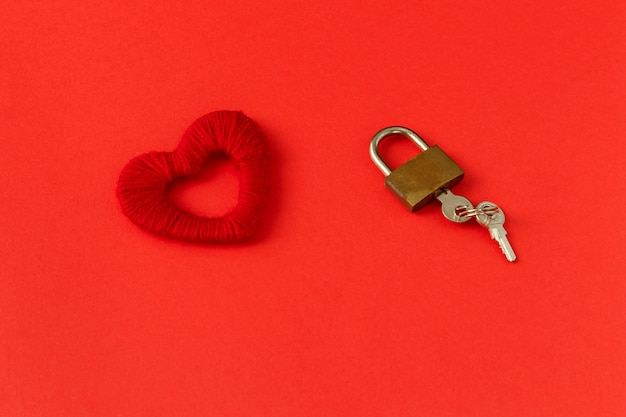 Cuore, serratura e chiavi