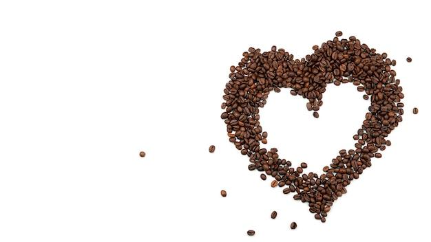Cuore di chicchi di caffè. vista dall'alto.