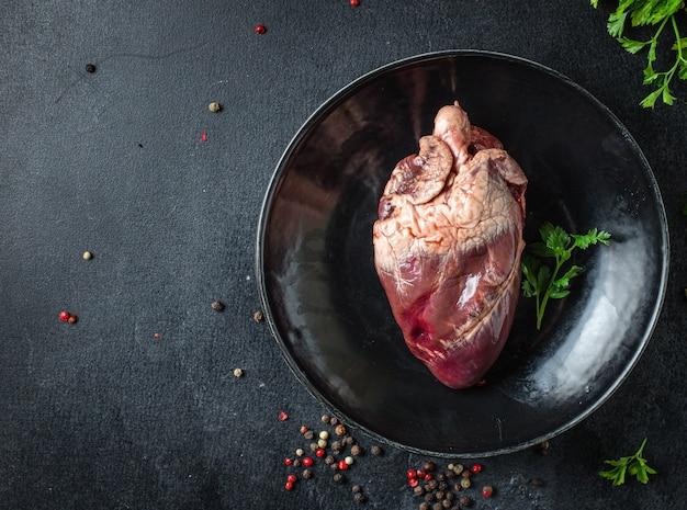 Cuore crudo frattaglie di maiale o carne di manzo spuntino pronto da mangiare