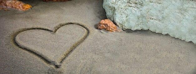 Banner di sabbia a cuore, immagine banner con spazio di copia