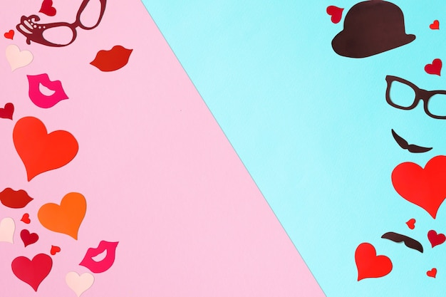 Cuori su uno sfondo di carta. il concetto di san valentino