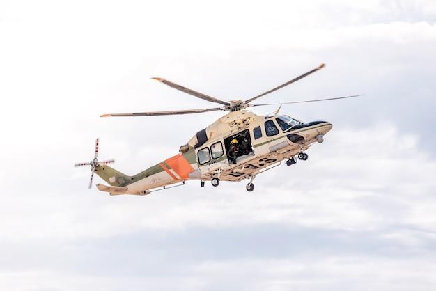Elicottero del servizio di ricerca e soccorso