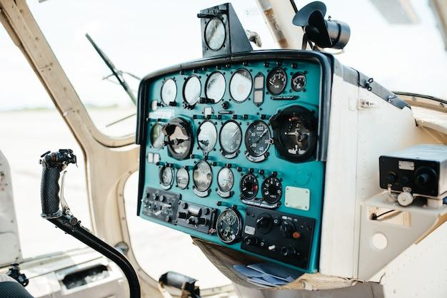 Elicottero al sito di decollo dell'aeroporto