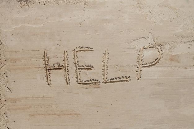 Aiutami l'iscrizione sulla sabbia