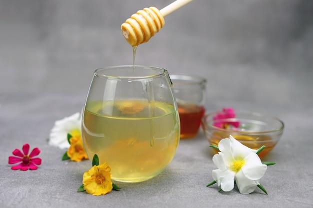 Bevanda a base di erbe dal miele