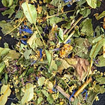 Tisana erbe medicinali foglie fiori tiglio camomilla fiordaliso menta melissa