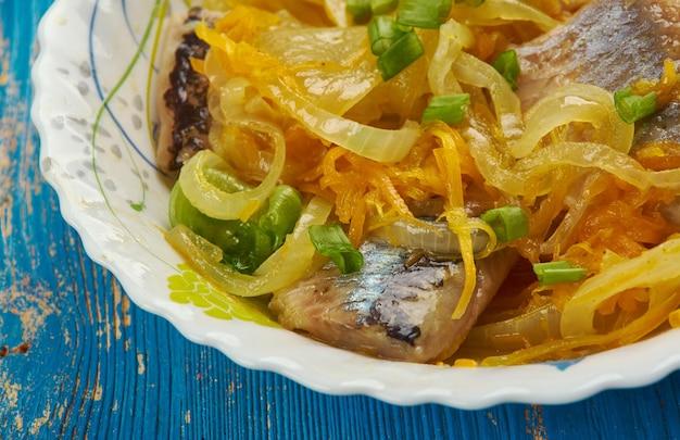 Aringhe in marinata di carote e cipolle, primo piano