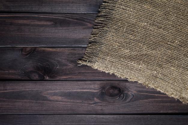 Struttura della tela di iuta sulla tavola di legno