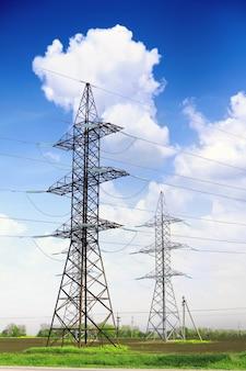 Linea elettrica di trasmissione ad alta potenza.