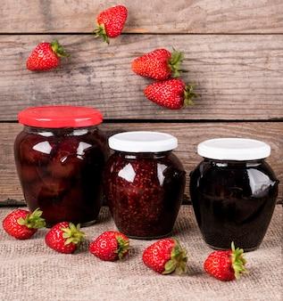 Confettura di frutta deliziosa ad alto angolo