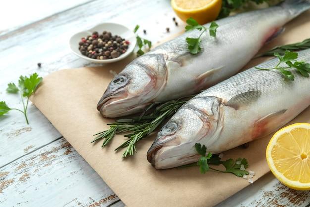 Composizione di frutti di mare deliziosa ad alto angolo