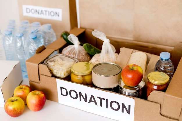 Alto angolo di donazione per beneficenza