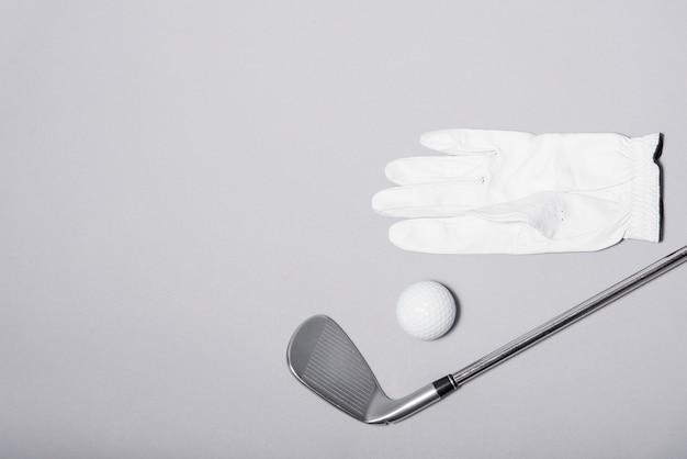 Attrezzatura da golf ad alto angolo con copia-spazio