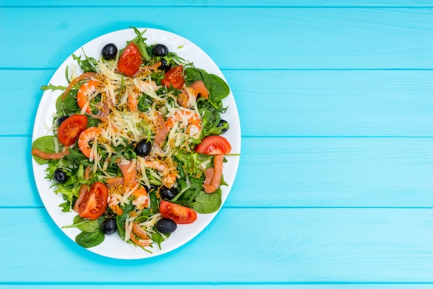 Veduta dall'alto di insalata appetitosa