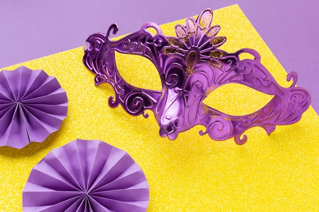 Bella maschera viola elegante di alta vista