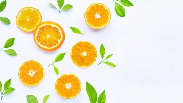 Alta vitamina c, succosa e dolce. frutta fresca all'arancia