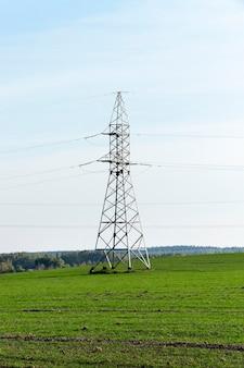 Linee elettriche ad alta tensione - è riuscito a immaginare i pilastri, attraverso i quali le linee ad alta tensione, diurne, cielo,