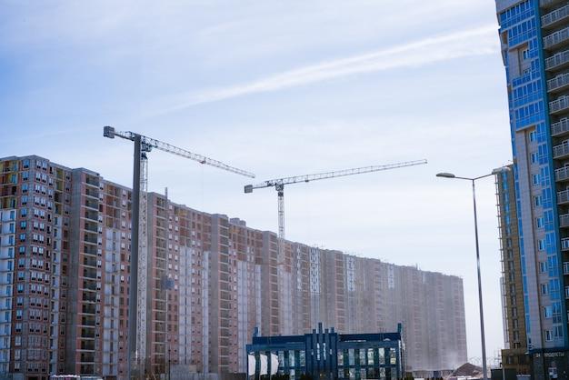 Grattacieli in costruzione sviluppo di nuove aree residenziali della città