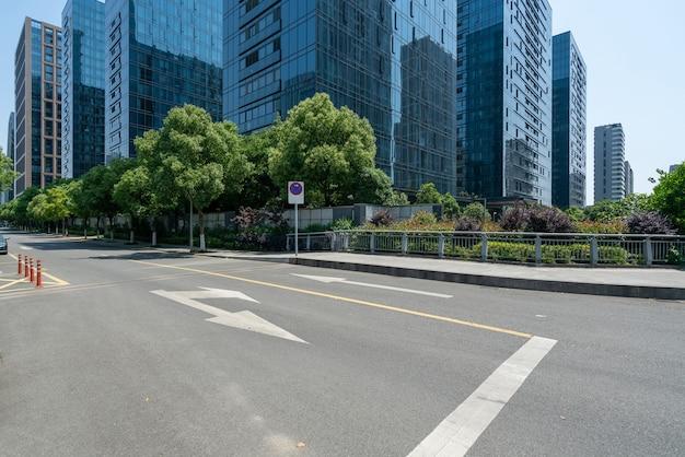 Edificio per uffici autostradale e centro finanziario a ningbo, cina Foto Premium