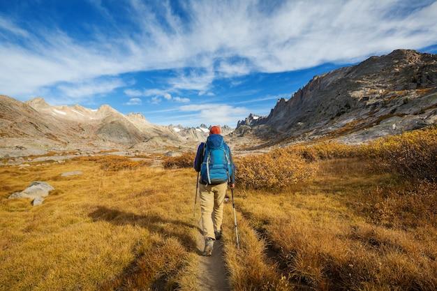 Escursione in montagna autunnale