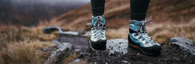 Escursionista a buachaille etive beag in scozia