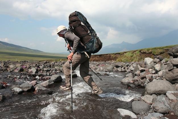 Escursionista in montagna kamchatkian