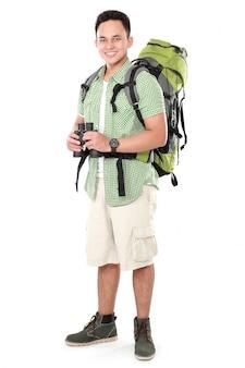 Turista dell'uomo della viandante con il binocolo