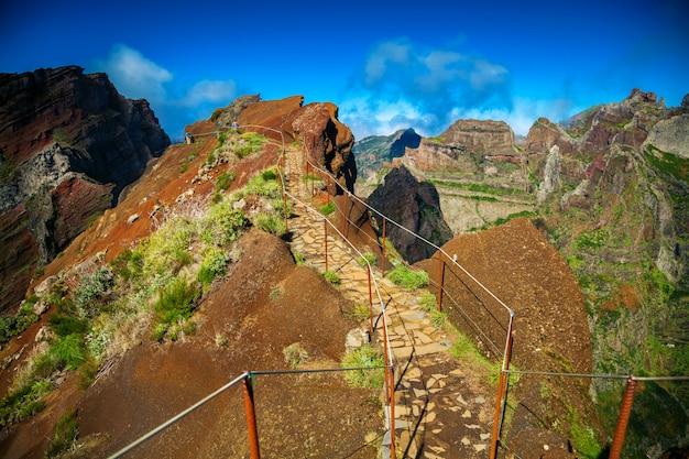 Sentiero escursionistico da pico do arieiro verso pico ruivo